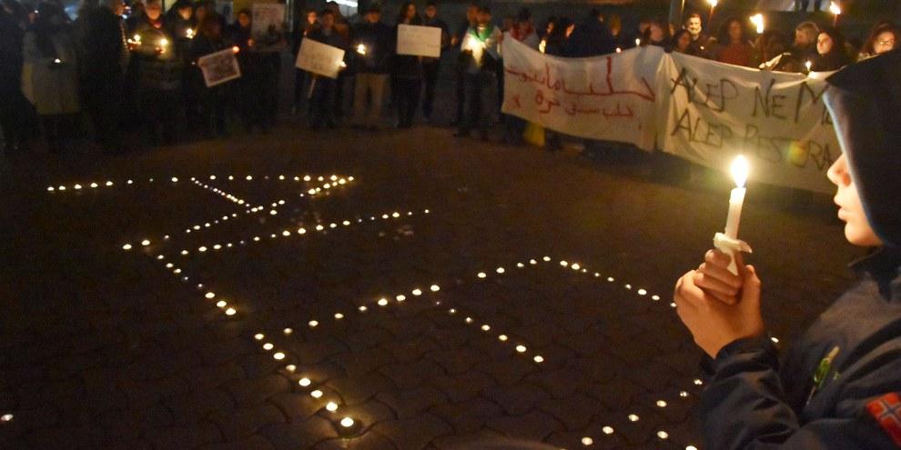 In den Mahnwachen in verschiedenen Schweizer Städten wurde der Opfer in Aleppo gedacht – hier in Lausanne. © Amnesty International