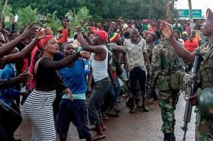 Menschen trotzen staatlicher Unterdrückung und bewaffneten Konflikten