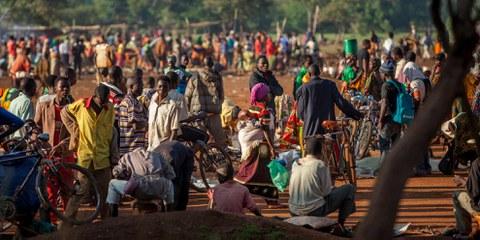 Im Jahr 2015 brach in Burundi eine Krise aus, nachdem der Präsident beschlossen hatte, für eine dritte Amtszeit zu kandidieren. Seitdem sind mehr als 400'000 Menschen aus dem Land geflohen, so zum Beispiel nach Tansania, von wo das Bild stammt. Ausserdem gibt es in Burundi mehr als 200'000 Binnenvertriebene. © UNHCR/Georgina Goodwin