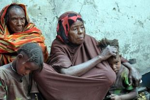 Nahrung gegen Sex: Soldaten vergewaltigen hungernde Frauen und Mädchen