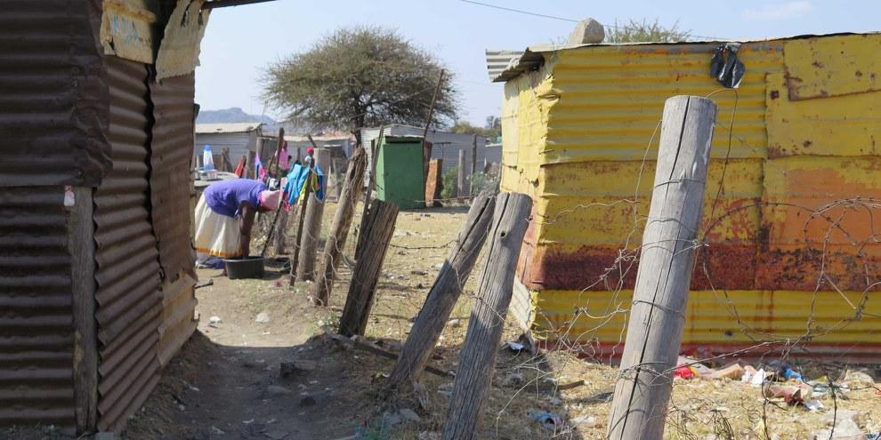 Die Lebensbedingungen der Arbeiterinnen und Arbeiter in Nkaneng, Marikana, sind nach wie vor hart. © Clare Fermont /Amnesty International