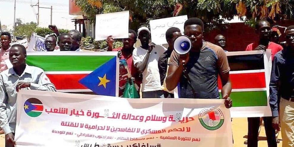 Protestierende der Red Card Movement in Khartum, Sudan am 16 Mai 2019. © Private