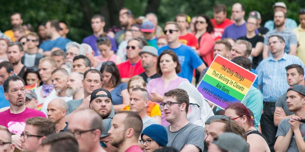 Eine Mahnwache in Minneapolis für die Opfer des Anschlags in Orlando. © Lizenz CC BY 2.0  FibonacciBlue