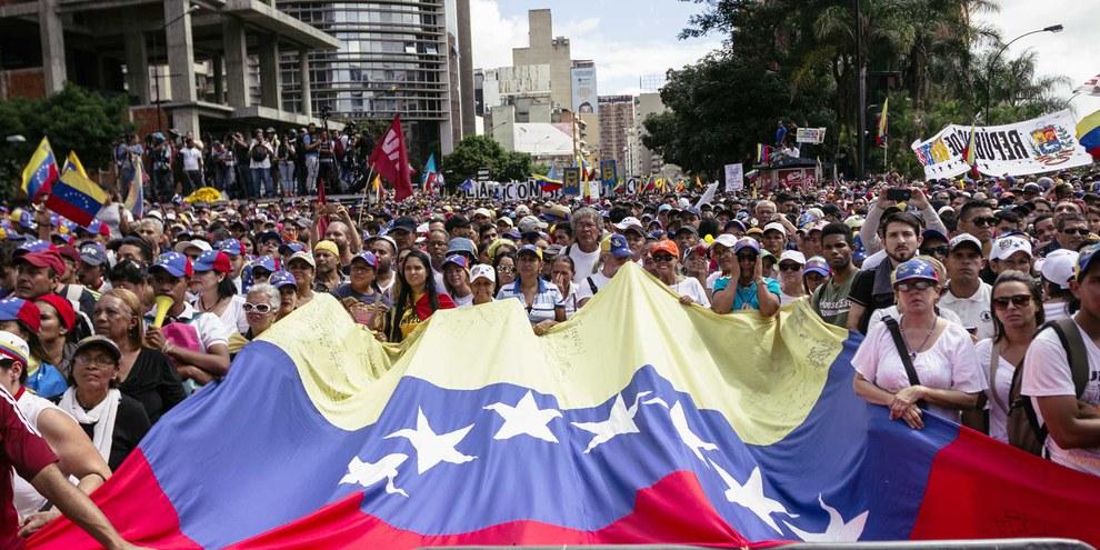 Protestmarsch der Anhänger und Anhängerinnen der Opposition in Caracas im Januar 2019. © Regulo Gomez / shutterstock.com