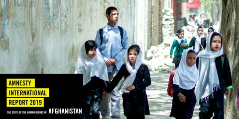 Die Taliban bedrohen in den von ihnen beherrschten Gebieten Mädchen und Frauen, die sich bilden wollen. Schulmädchen in Afghanistan im September 2019. © Jose_Matheus / shutterstock