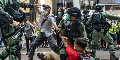 Polizeieinsatz bei Protesten gegen Verhaftungen im Causeway Bay district in Hongkong am 27. Mai 2020 © Anthony Kwan/Getty Images