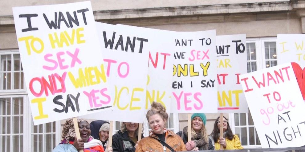 Aktion von AI-Dänemark zur Veröffentlichung eines Berichts zu sexueller Gewalt © Amnesty International Dänemark