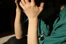 Zwischen Gesundheit und Gefängnis: Schikanen und Repression gegen Gesundheitspersonal