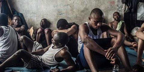 Inhaftierte Flüchtlinge im Lager Tarik Al Sika in Tripolis, Libyen. © Taha Jawashi