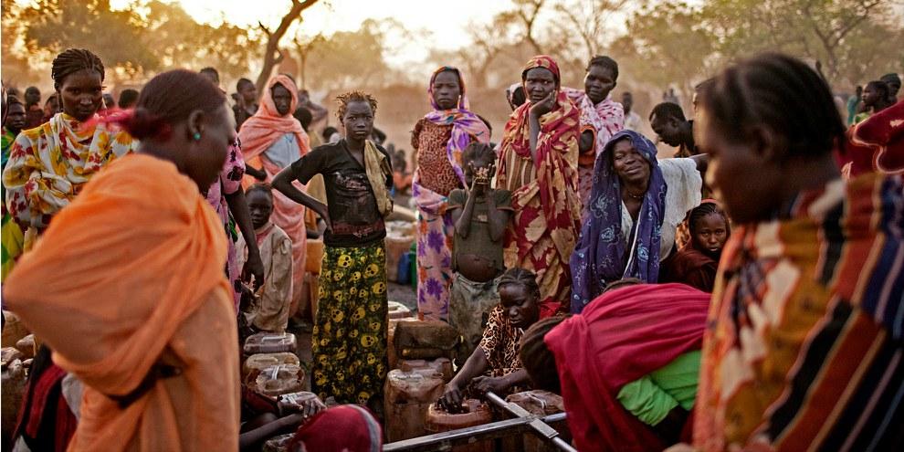 Frauen in einem Flüchtlingscamp nahe der umstrittenen Grenze zwischen Nord- und Südsudan. © Pete Muller