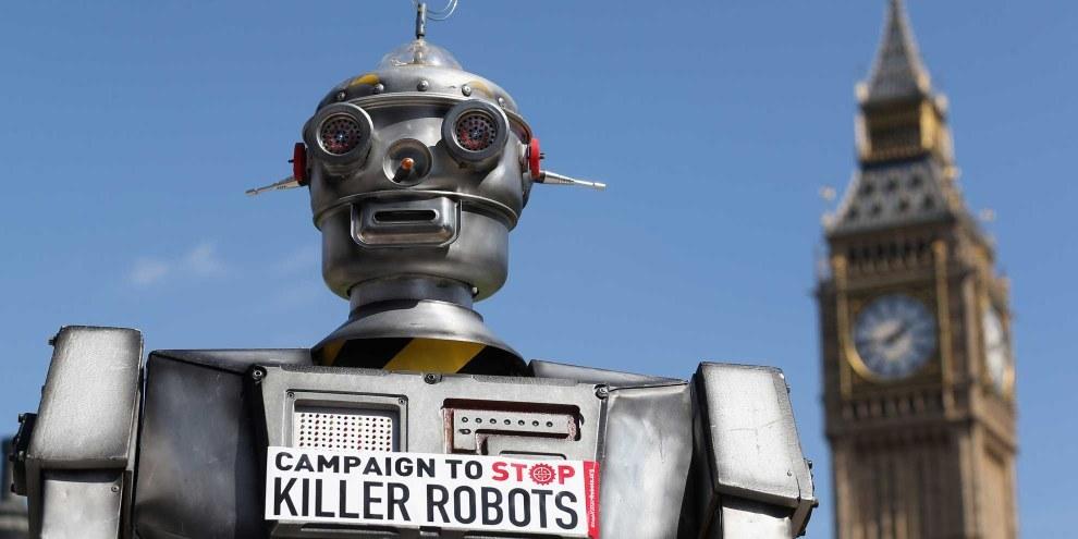 Kampagne gegen Killerroboter: Dieses Modell verteilte auf dem Trafalgar Square in London Informations-Broschüren für ein Verbot von Killerrobotern. © Oli Scarff/Getty Bilder