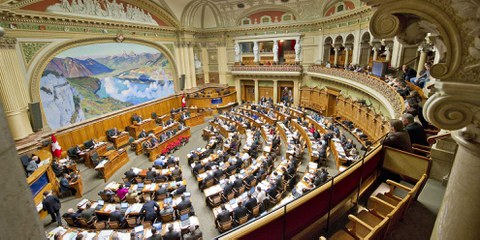 Der Nationalrät hält an seinem Gegenvorschlag zur «Kovi» fest. © parlament.ch