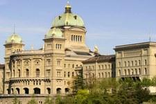 Konzernlobby setzt sich im Parlament durch, es kommt zur Volksabstimmung