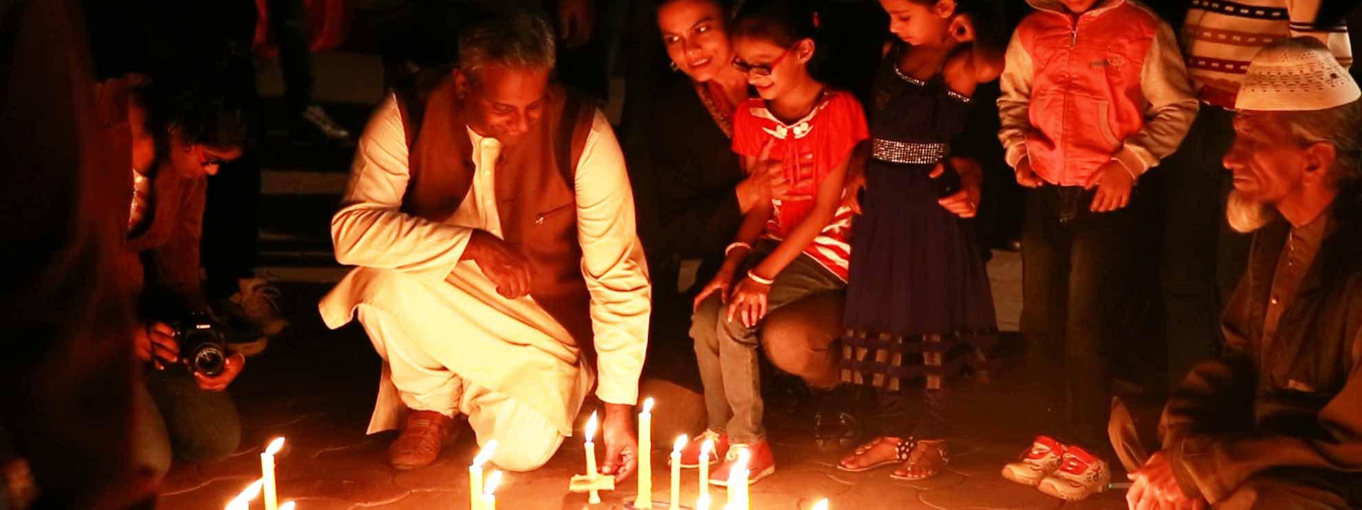 Salil Shetty, Amnesty International Secretary General at vigil Bhopal: Candlelit Vigil  2014.  © Amnesty International / Abdul Moeed Faruqui