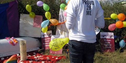 Anniversaire en mémoire de Noxolo Nogwaza au lieu où elle a été retrouvé morte © Amnesty International