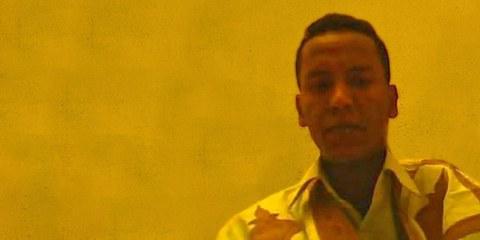 Le blogueur Mohamed Mkhaïtir avait été condamné à la peine capitale le 24 décembre 2014, suite à la publication d'un billet de blog sur Facebook dans lequel il critiquait ceux qui se servent de la religion musulmane pour marginaliser certains groupes en Mauritanie. © Amnesty International