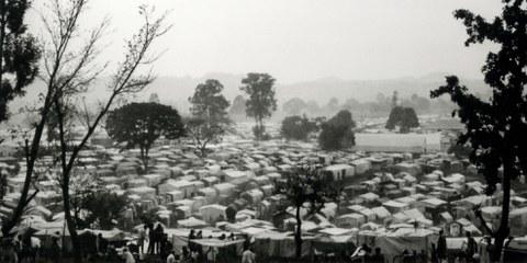 Camps de réfugiés rwandais au Zaïre. Ils sont plus de deux millions a avoir fui le Rwanda en raison du génocide. © Amnesty International