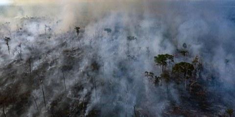 Photo aérienne prise par Amnesty International le 23 août 2019, et qui montre l'incendie de forêt dans une zone indigène de l'État du Mato Grosso. © Amnesty International
