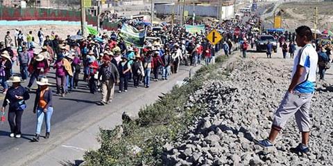 Quatre personnes ont été tuées, et des centaines d'autres blessées depuis la fin avril dans le cadre de manifestations contre le projet de mine d'extraction de cuivre Tía María. © EPA