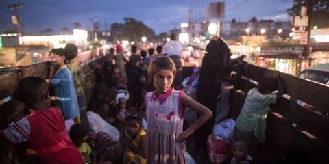 Des membres de la minorité rohingyas sont transportés dans un camion vers un camp à Teknaf, au Bangladesh. 720'000 d'entre eux ont fui depuis le début des exactions commises par l'armée birmane en août 2017. © AFP/Getty Images