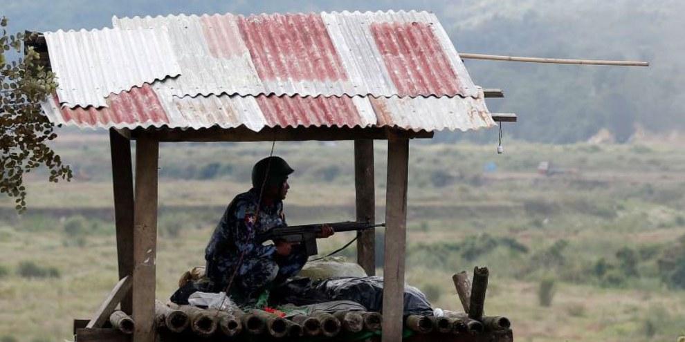 Si l'armée du Myanmar est responsable de l'immense majorité des violations des droits humains, l'Armée d'Arakan (AA) commet également des exactions contre les civils.© Shutterstock