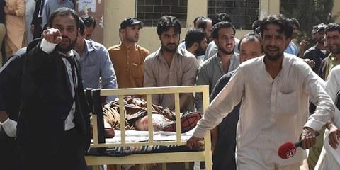 Selon des témoins, la bombe a explosé à l'entrée du service des urgences de l'hôpital civil de Quetta. © DR