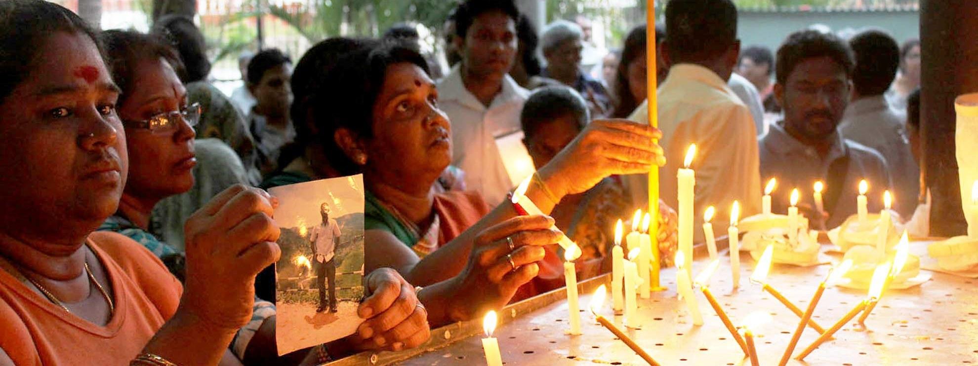 Des femmes dénoncent la disparition de leurs proches à Colombo, le 12 janvier 2012. © Vikalpasl / Creative Commons
