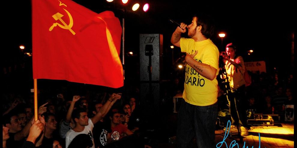 Le rappeur espagnol Pablo Hasél, qui a été condamné en 2014 à deux ans d'emprisonnement pour avoir «glorifié le terrorisme» dans ses chansons sur YouTube, est actuellement poursuivi pour ses textes et ses messages sur Twitter. © DR