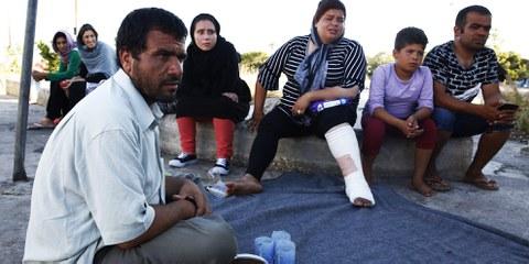 Lors d'une rencontre sur l'île de Chios le 13 novembre 2016, des parlementaires du parti d'extrême-droite Aube dorée ont réclamé l'expulsion des réfugiés. © Giorgos Moutafis/Amnesty International
