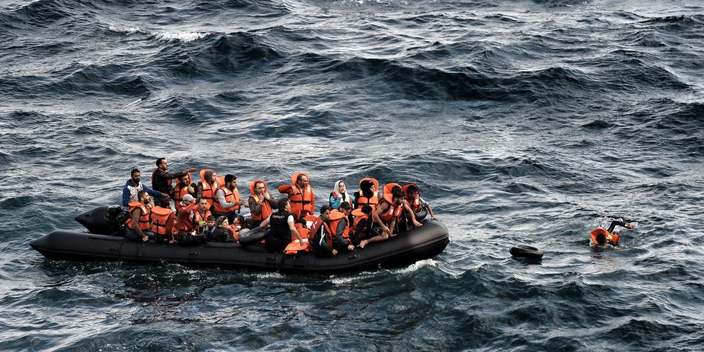 Les forces de l'OTAN ne doivent surtout pas devenir un nouvel obstacle entre les réfugiés et la protection internationale à laquelle ils ont droit. © AFP/Getty Images