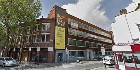 Les communications du siège de l'ONG à Londres auraient été la cible des services secrets britanniques et américains. © Google Street View