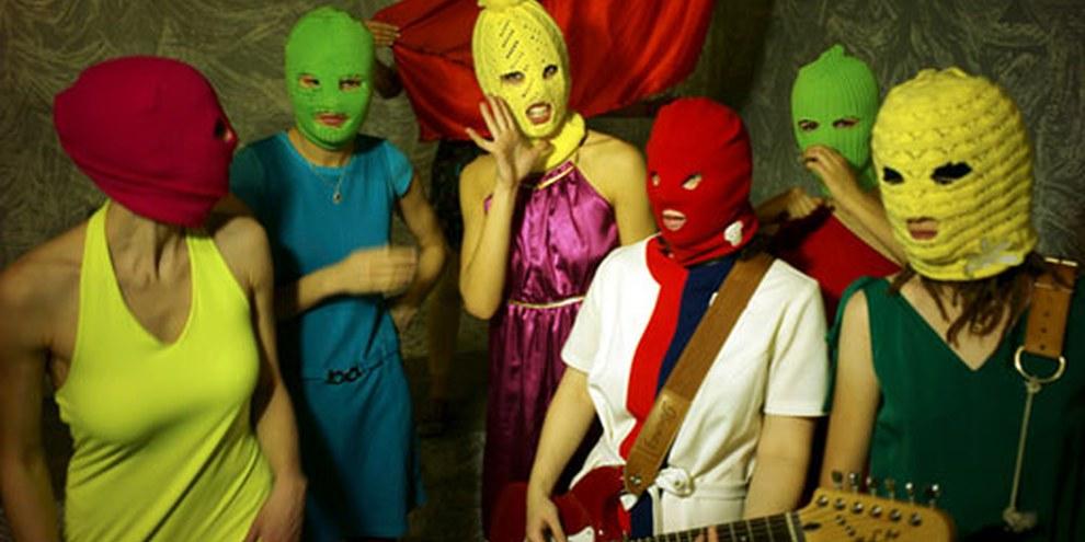 """Les membres du groupe russe """"Pussy Riot"""" ont été emprisonnées à cause de leur chanson contestataire «Mère de Dieu, chasse Poutine». © Игорь Мухин"""