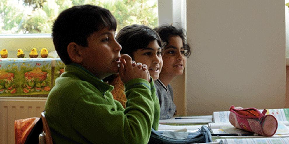Des milliers d'enfants roms subissent la ségrégation à l'école. © AI