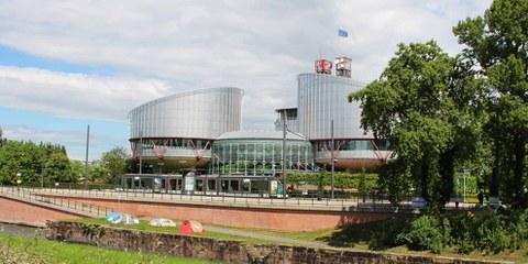 La Cour européenne des droits de l'homme (CrEDH), à Strasbourg, a rendu le 15 mars 2018 un jugement dans une affaire historique concernant une victime de torture en Tunisie ayant cherché à obtenir justice auprès des tribunaux suisses. © Amnesty International