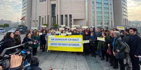Rassemblement devant le tribunal d'Istanbul, février 2020. © Fırat Doğan/AI Turkey