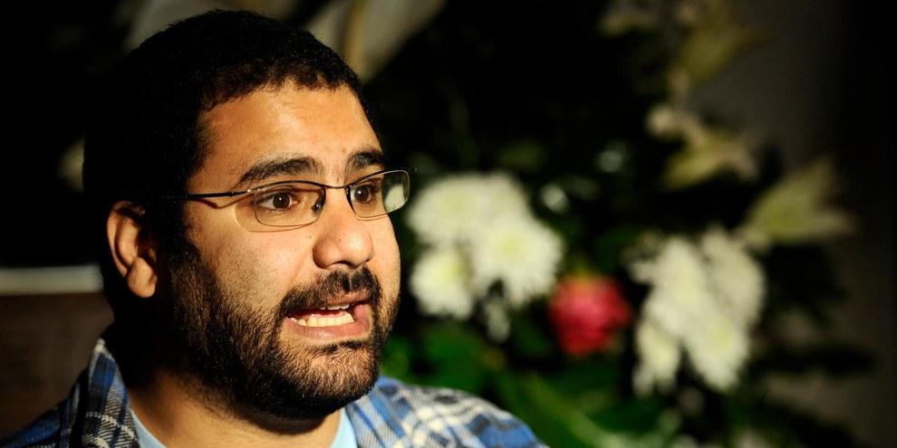 Le blogueur et militant Alaa Abdel Fattah arrêté lors d'une interview. © FILIPPO MONTEFORTE/AFP/Getty Images