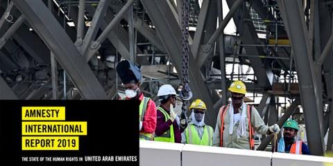 Travailleurs migrants sur le chantier de l'exposition universelle Expo 2020 (Dubaï, 22 octobre 2019). Les travailleurs migrants aux Émirats arabes unis sont exposés aux pratiques abusives et à l'exploitation au travail. © Giuseppe Cacace/AFP via Getty Images