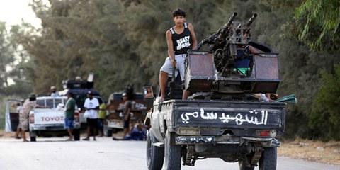 Les violences aux abords de Tripoli, la capitale de la Libye, mettent la vie des civils en péril. © MAHMUD TURKIA/AFP/Getty Images