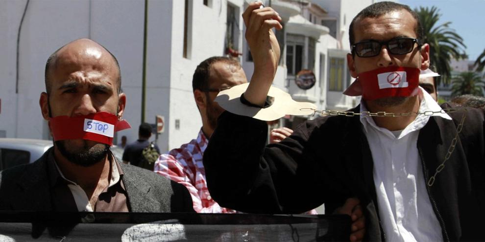 Cinq militants marocains encourent des sanctions pouvant aller jusqu'à cinq ans de prison, pour avoir formé des personnes à l'utilisation de «StoryMaker», une application de journalisme citoyen. © AP/Press Association Images