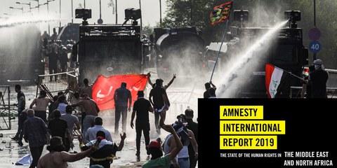 Heurts entre des contestataires et la police antiémeutes irakienne utilisant des canons à eau lors d'une manifestation contre la corruption du pouvoir et la mauvaise qualité des services publics, entre la place Tahrir et le quartier hautement sécurisé de la «zone verte» (Bagdad, 1er octobre 2019). © Ahmad Al Rubaye/AFP via Getty Images