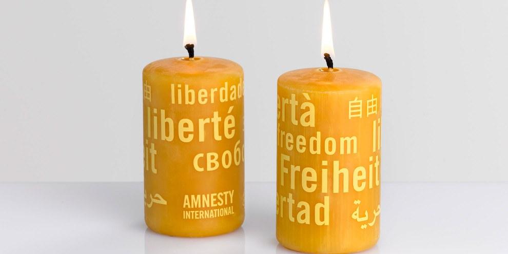 Vente de bougies Amnesty au Marché Solidaire.