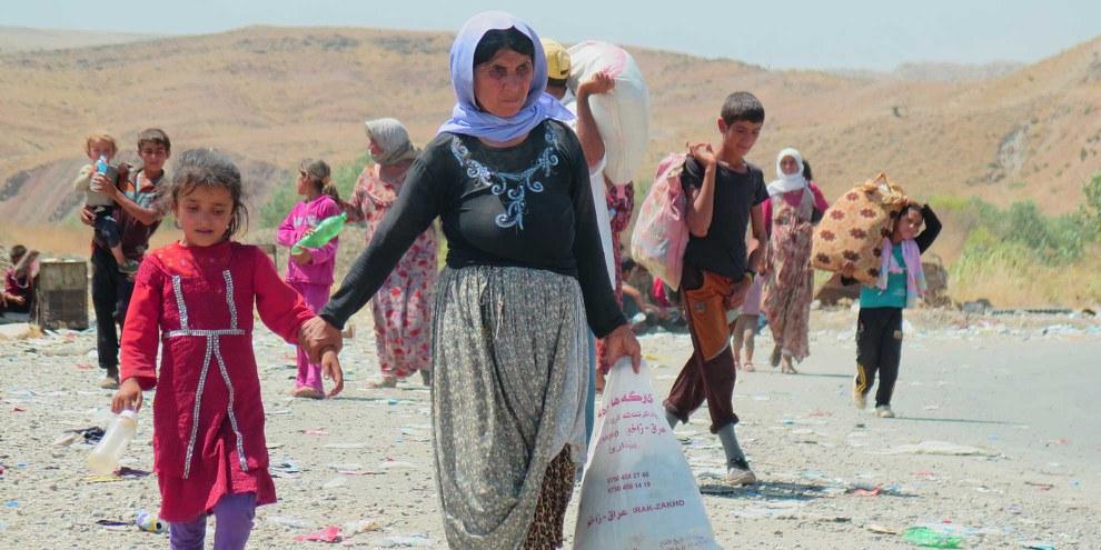 Des Yézidis expulsés en fuite.