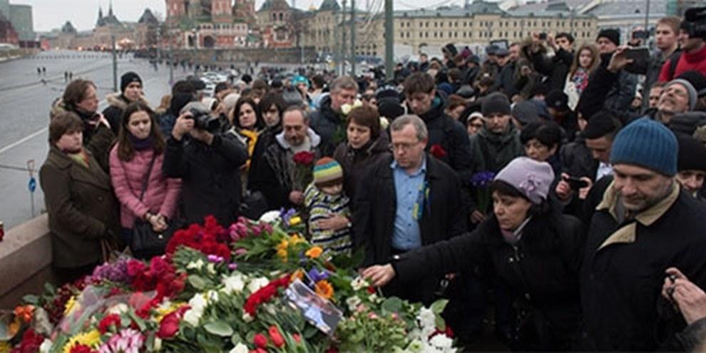 Nemtsov è stato ucciso in strada, il suo assassino è fuggito e non è stato identificato. Dmitry Serebryakov/AFP/Getty Images
