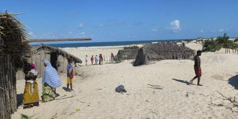 Il villaggio rischia di essere spazzato via dall'Oceano © Amnesty International