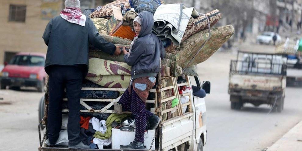 """Già un anno fa i civili fuggivano dal nord della Siria in seguito all'operazione turca """"ramoscello d'ulivo"""", come qui ad Afrin. © KEYSTONE Source EPA Byline AREF TAMMAWI"""